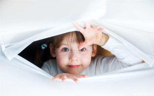 Ребенок что-то видит дома. Видения у детей.