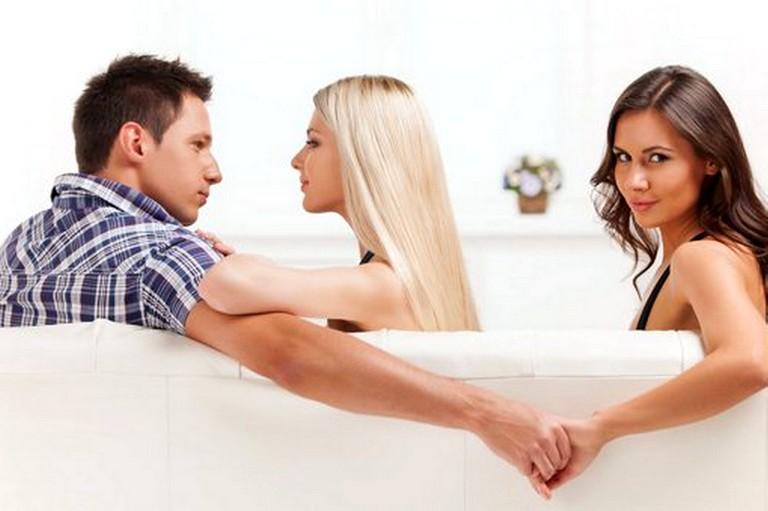 Если супруг изменяет, что делать, кто может помочь.