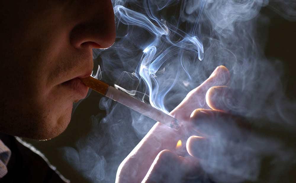 fotogalereya-muzhchin-kuryashim-sigaretam