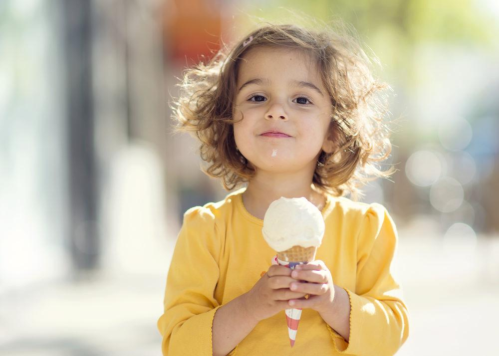 Фото дети едят мороженое