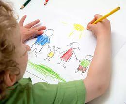 рисовать в своих рисунках полные семьи