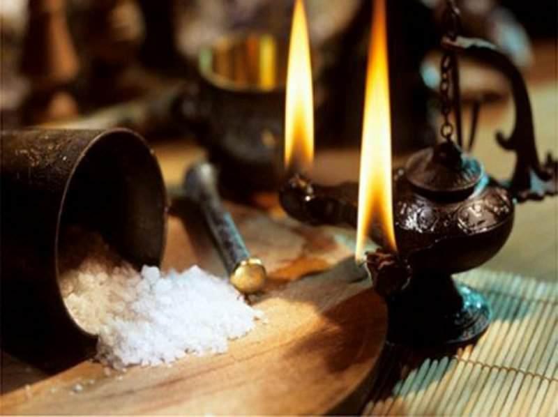 очистка дома с помощью соли и свечей