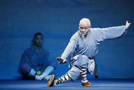 монах в синих штанах