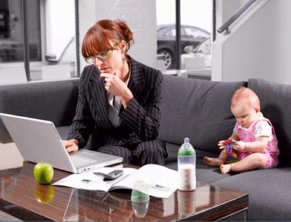 разрываясь между ребенком и работой